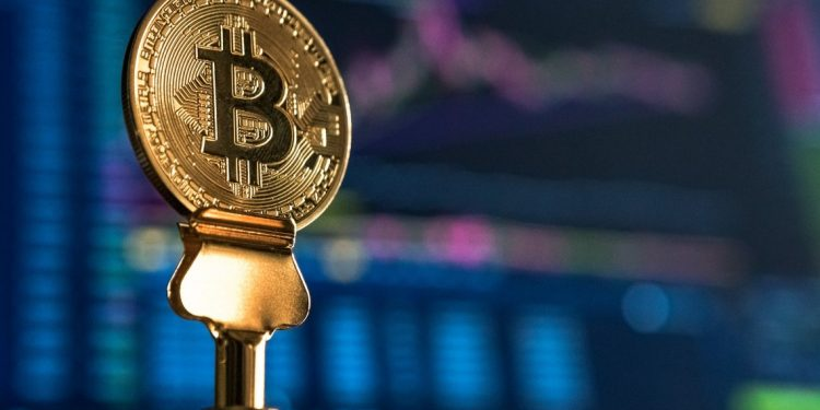 Bitcoin birthday celebrations topped up with $14000 high