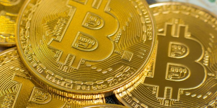 Bitcoin price prediction: Analyst suggests hodling
