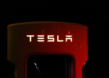 Tesla is supposed to hold its giant investment in bitcoins for a decade 6