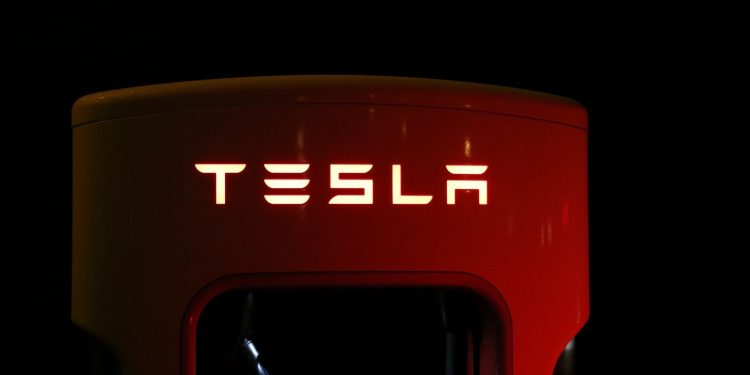 Tesla is supposed to hold its giant investment in bitcoins for a decade 1