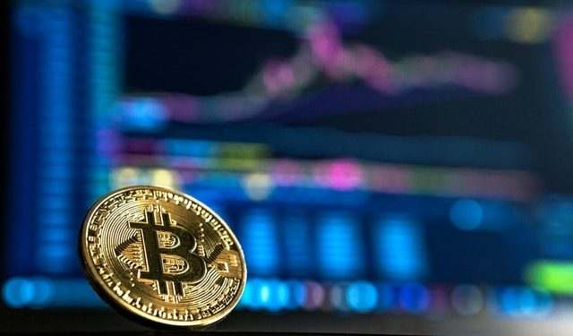 Bitcoin dominance spikes to 45% as Altcoins crawls